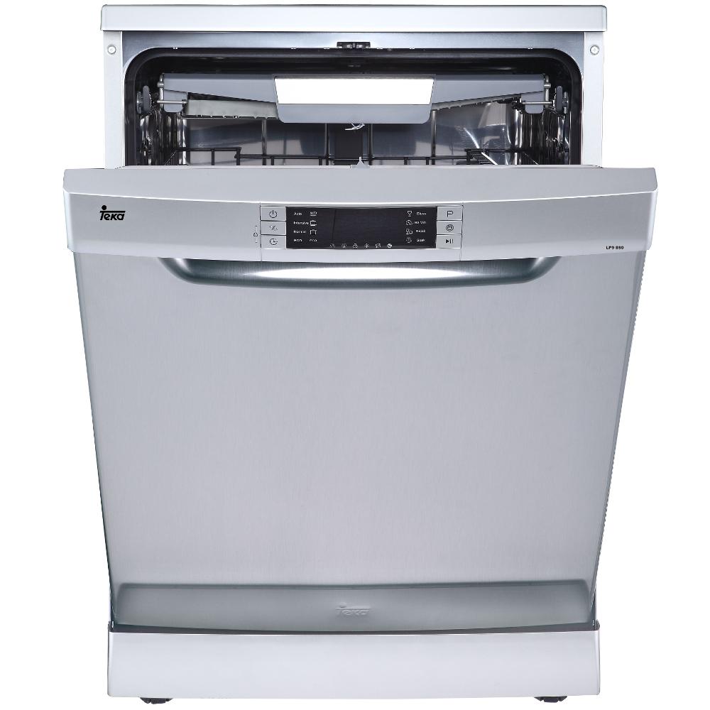 Bạn yêu thích thương hiệu Teka – một thương hiệu nổi tiếng đến từ châu Âu thuộc tập đoàn Teka Group. Máy rửa bát Teka LP9 850 INOX với thiết kế đơn giản, các chương trình rửa tiện nghi và an toàn, khả năng tiết kiệm năng lượng hiệu quả.  Hãy cùng BEPBAOMINH tìm hiểu và đánh giá hiệu quả hoạt động của thiết bị máy rửa chén LP9 850 nhé!   Xuất xứ từ thương hiệu nổi tiếng  Teka có bề dày lịch sử hoạt động và phân phối trên 110 quốc gia, có tất cả 23 nhà máy ở 3 châu lục khác nhau. Tổng cộng đã cung cấp thiết bị bếp đến hơn 1 triệu khách hàng trên toàn thế giới.  Máy rửa bát Teka LP9 850 INOX Chỉ là một sản phẩm nhỏ trong tất cả các model khác của máy rửa bát Teka nhập khẩu. Nhưng công nghệ mà máy sử dụng luôn hiện đại và cải tiến không ngừng bởi Teka. Không chỉ có máy rửa bát mà dòng sản phẩm lò nướng Teka cao cấp nổi bật hơn hẳn nhờ chức năng tự làm sạch Hydroclean. Nhờ công nghệ này mà việc vệ sinh chỉ đơn giản như thưởng thức một tách trà mà thôi. Tổng quan mặt thiết kế  Dung tích rửa của máy được 14 bộ chén dĩa kiểu ăn Châu Âu tương đương với 4 mâm cơm của người Việt. Bạn có thể rảnh tay với 8 chương trình rửa đặc biệt.  Máy rửa bát độc lập Teka LP9 850 thiết kế dạng đứng với phần cánh mở kéo ra bên ngoài. Bốn góc vuông vắn có kích thước tổng quát C/R/S - 845 x 598 x 610mm khá phù hợp với ngôi nhà vừa và rộng.  Phần bảng thiết kế hiển thị rõ ràng và sắc nét giúp người dùng sử dụng một cách tối đa. Các nút ấn nhẹ nhàng, mượt mà và cảm ứng tốt. Phần vỏ làm bằng thép inox không gỉ, màu sắc sáng bóng và hiện đại. Đặc biệt máy rửa chén Teka không bị bám dấu vân tay trong suốt quá trình sử dụng.  Với 3 khay rửa tiện lợi, các giỏ đựng riêng biệt, để rửa đĩa, nĩa và thìa. Máy rửa bát Teka LP9 850 INOX độc lập có giàn rửa dễ dàng tháo lắp, phần bản lề nâng lên hạ xuống gọn nhẹ. Nhờ đó, bạn có thể tùy chỉnh rửa được nhiều loại chén dĩa, xoong chảo đồng thời trong cùng một lần rửa. Rửa bán tải cũng thích hợp để rửa số lượng bát bẩn còn ít. 8 Chu trình rửa cơ bản  Rửa nhanh: v