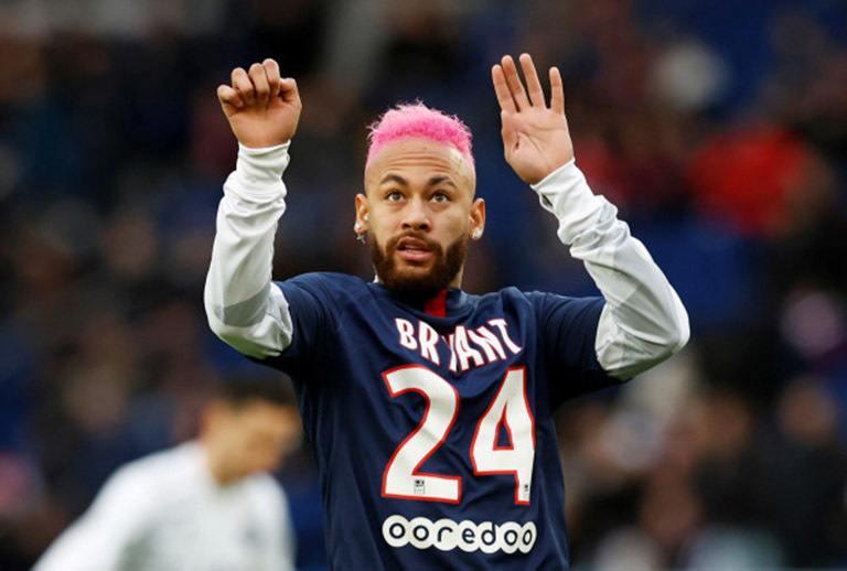 """Neymar với bộ tóc xoăn nhuộm hồng """"lạ mắt"""""""