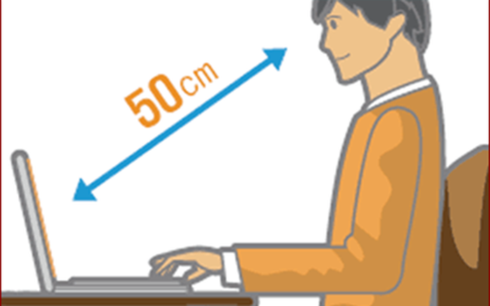 Giữ khoảng cách tiêu chuẩn khi ngồi máy tính