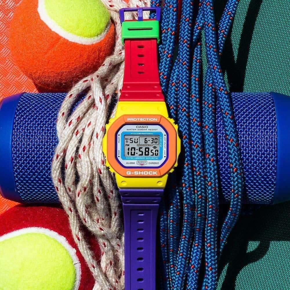 Các màu sắc tươi sáng được phối hợp hài hòa giúp đồng hồ G-Shock DW-5610DN-9DR thêm nổi bật.