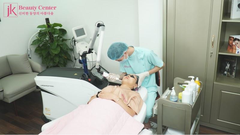 Tái cấu trúc ngoại vi - trẻ hóa được thực hiện tại Phòng khám JK Việt Nam với trang thiết bị hiện đại và bác sĩ chuyên môn cao