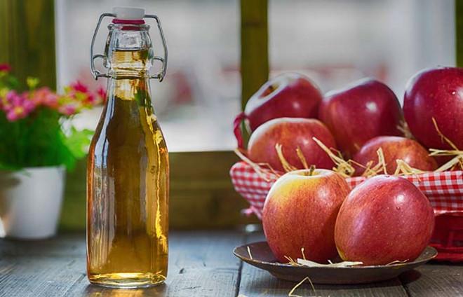 Giấm táo cho axit giúp răng trắng sáng mà đảm bảo an toàn