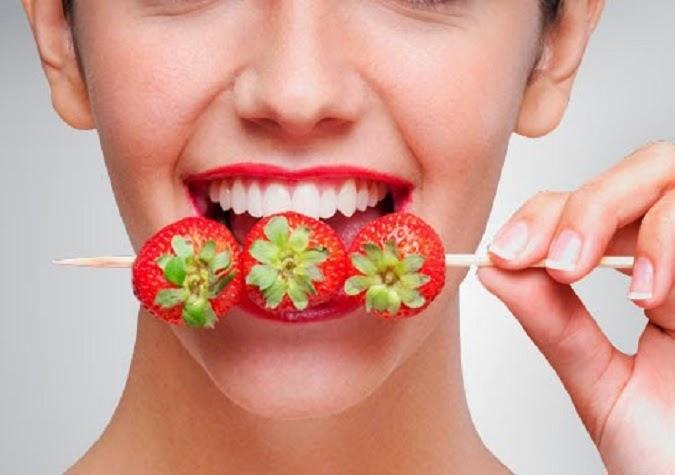 Dâu tây giúp làm trắng sáng răng vô cùng hiệu quả