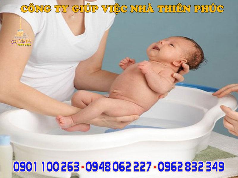 chăm sóc bé mới sinh chuyên nghiệp