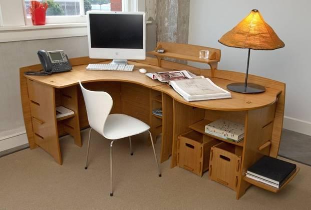 Sử dụng màu nóng trang trí bàn làm việc