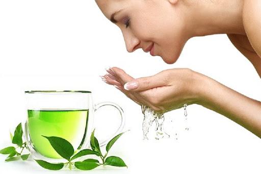 Sử dụng trà xanh cải thiện khô mắt cộm mắt
