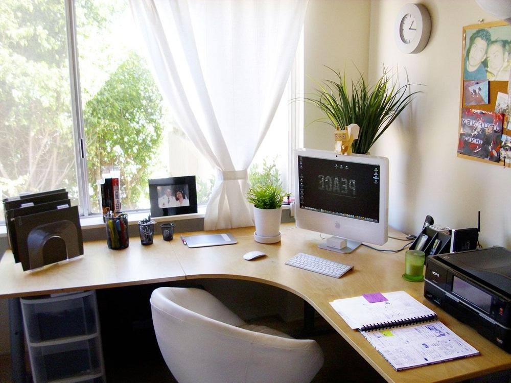 Bàn làm việc, nơi học tập nên được cung cấp ánh sáng tốt nhất