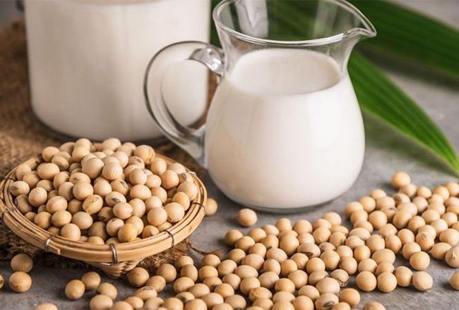 Sau sinh uống sữa đậu nành được không?
