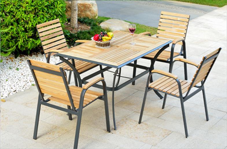 Bàn ghế ngoài trời tạo sự thoải mái cho người sử dụng