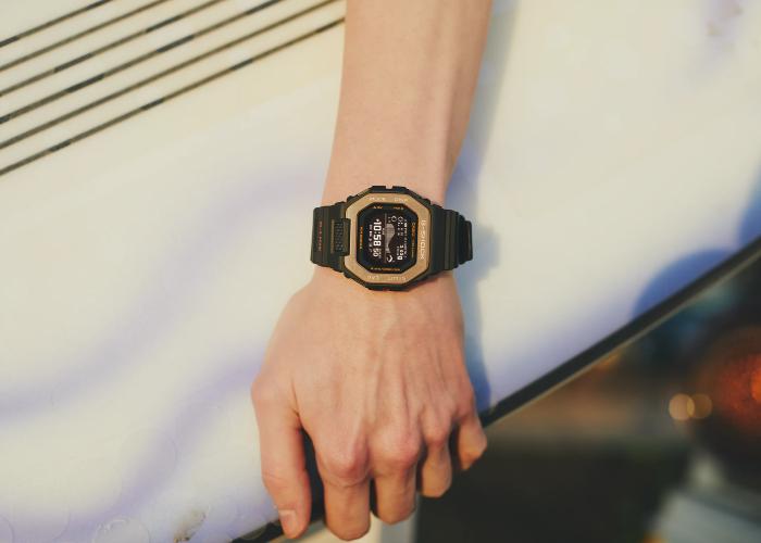 Không chỉ phù hợp với phong cách thể thao, bạn trẻ văn phòng cũng thích hợp với mẫu đồng hồ GBX-100NS-4.