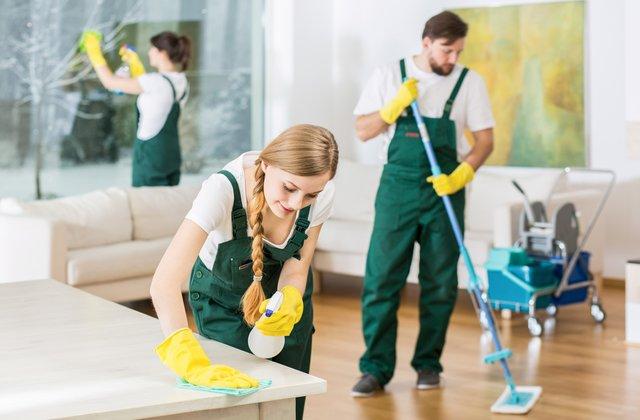 giúp việc gia đình gánh vác mọi việc nhà